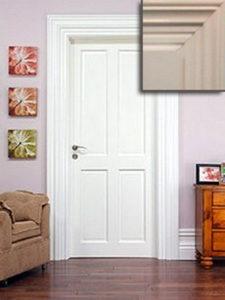 Festett ajtó, borovi fenyőből, plattolt betétes, díszes tokborítással, 137.796+áfa