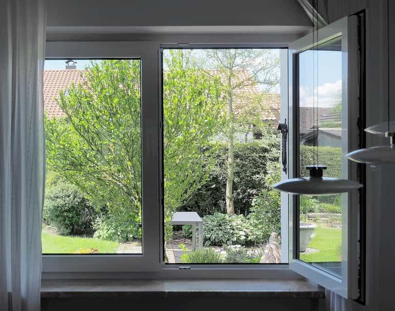 a modern ablak viszont összeköti a külső és belső teret
