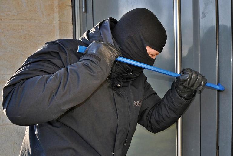 Akinek a lakásában, házában valaha járt már betörő, annak nem kell bizonygatni, mennyire fontos ingatlanunk betörés elleni biztonsága.