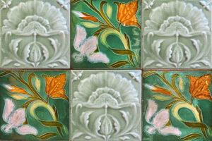 Burkoló- a virágmintás csempék használata barátságossá, bensőségessé tudja varázsolni a helyiséget.