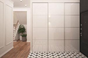 Ha az előszoba lehetővé teszi, érdemes beépített szekrényeket is tervezni.
