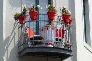 A kis erkélyeket is be lehet rendezni.