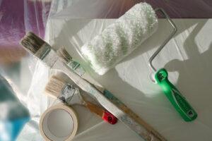 Egy tisztasági festés, vagy a nyílászárók mázolása kisebb költségkeretbe is belefér.