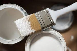 Tavasz közepén már sokan gondolkodnak egy kis lakásfelújításon, amelynek általában alapprogramja a lakás teljes vagy részleges kifestése.