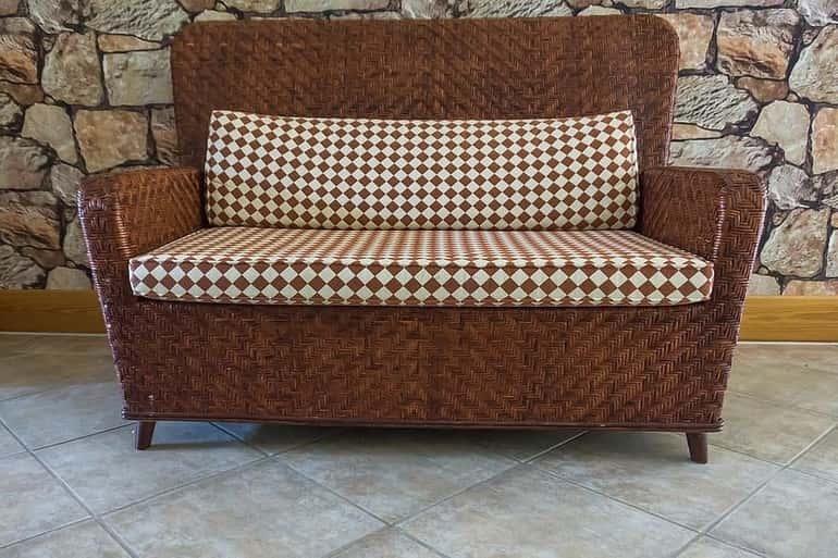 Fonott kanapé