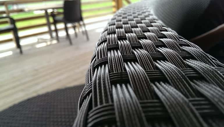 Festett fonott szék