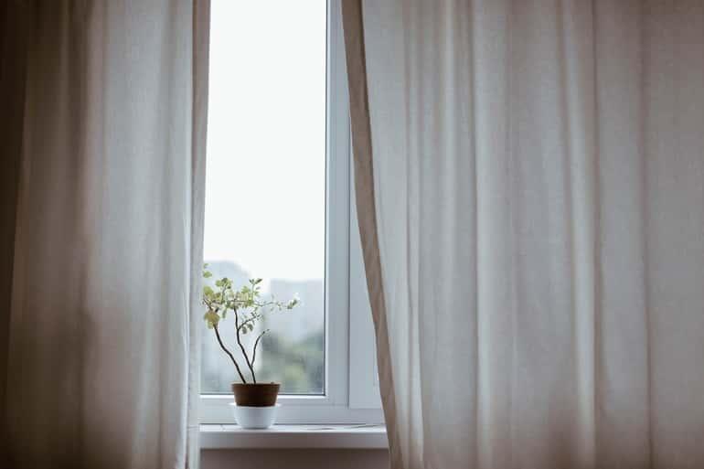 Titkok és fények elnyelője – a függöny