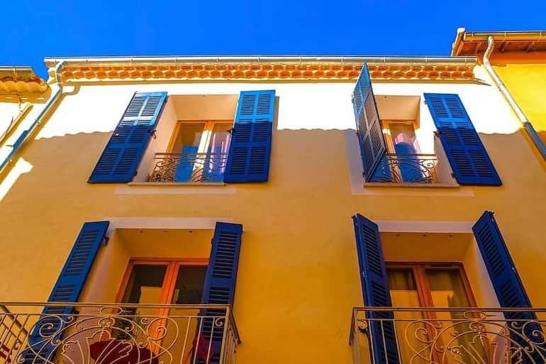 Provence-i ablaktáblák