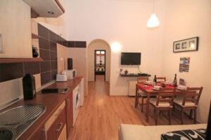Egy kiadásra szánt lakásban a konyhát is korszerűsíteni kell.