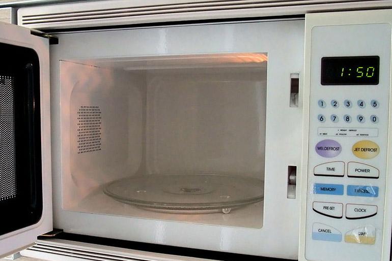 A legkisebb állandó helyet elfoglaló, de kötelező konyhagép a mikrohullámú készülék.
