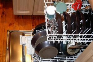 A mosogatógép az utóbbi évtizedekben nélkülözhetetlen konyhagép lett azokban a háztartásokban, ahol legalább négy fő lakik