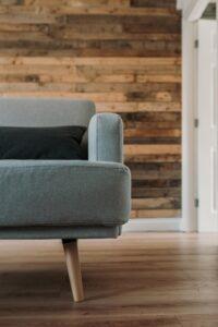 A laminált padlót falburkolat céljára is fel lehet használni.