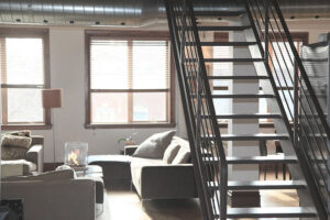 Akinek emeletes családi háza van, vagy olyan lakása, amely a következő szinthez kapcsolódik, annak a lépcső egyszerűen létszükséglet.