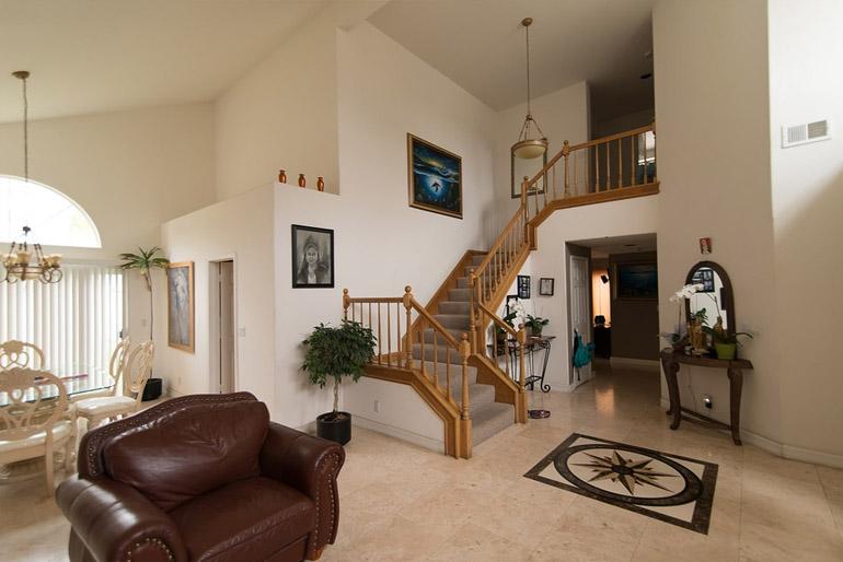 A lépcső készülhet fából, fémből, betonból, de akár még üvegből is.