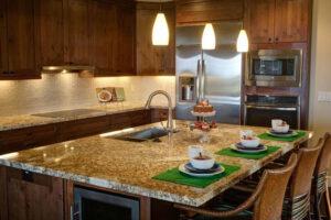 Jól érzi magát a vízhatlanra alakított márvány a konyhában is.