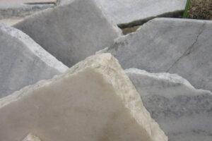 A Föld számtalan kőzete között van egy, amely ősidők óta a legnemesebbek közé számít, noha valójában az egyszerű mészkövekkel tartozik egy családba: ez a márvány.