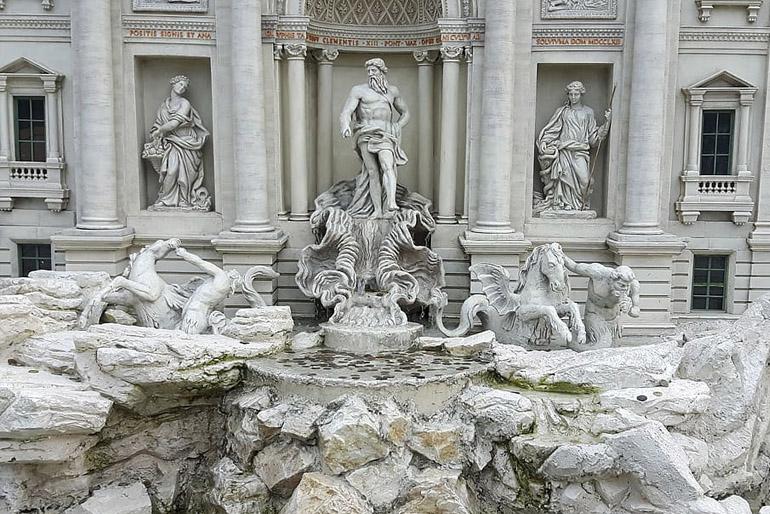 A márványt szépsége és időtállósága tette igen kedveltté.