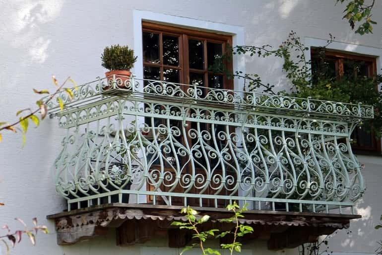 Kovácsoltvas erkély