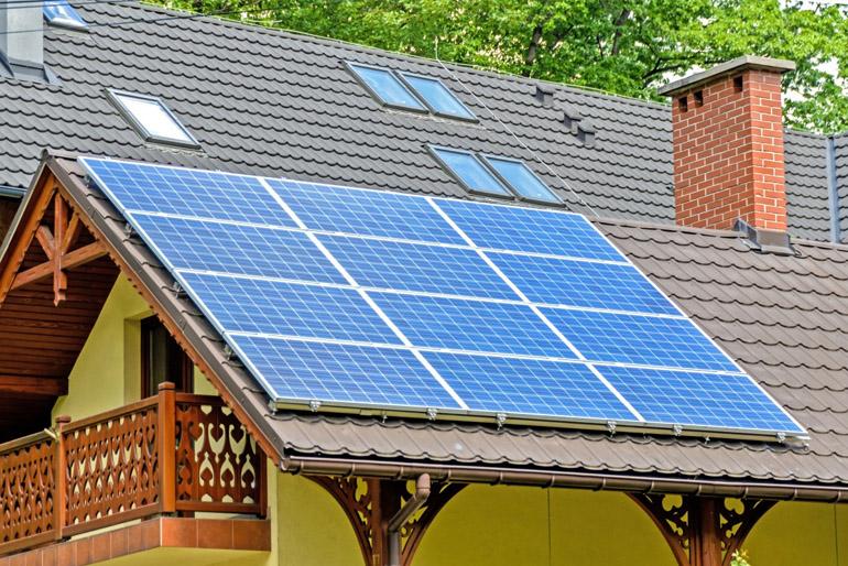 A napelemes házak lakói elfelejthetik a villanyszámlát. A házak energetikai rendszere állítja a legnagyobb kihívás elé azokat, akik környezetbarát otthont szeretnének építeni maguknak.