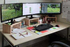 Az otthoni munkához, angolosan a home office–hoz mindenképpen ki kell alakítani egy megfelelő munkaállomást.