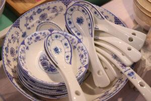 A 19. századi több központú tömegtermelés a porcelánt elvitte a polgári otthonokba, és a lassan kialakuló higiénia alapvető anyaga lett.