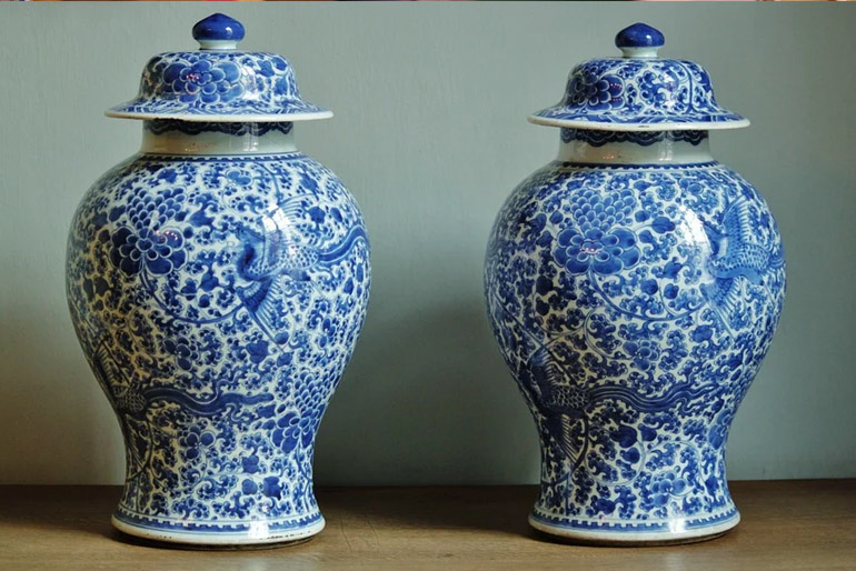 A kínai Honan tartományban, a Tang-dinasztia korában fedezték fel a porcelánt.