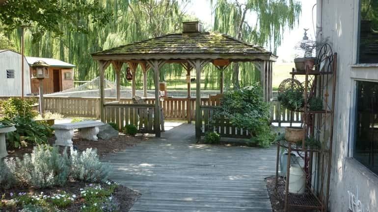 fából készült pavilon