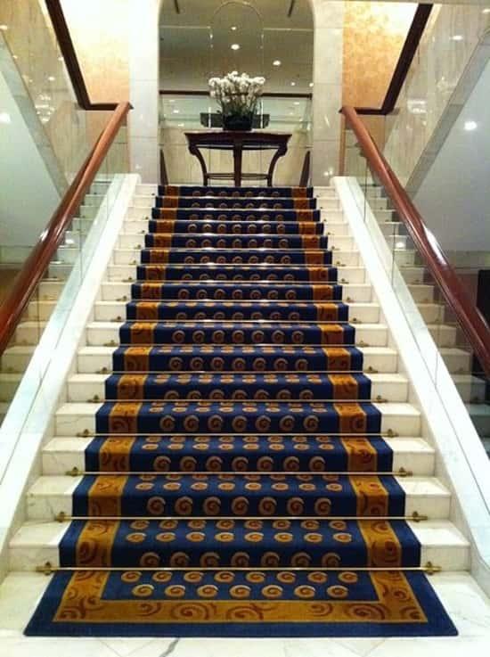 Szőnyeg a lépcsőn
