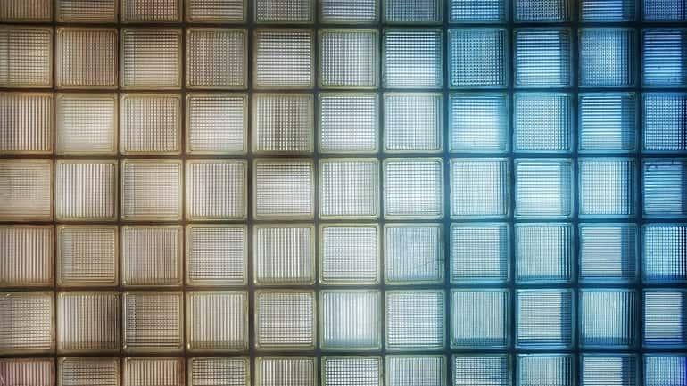 betonba beillesztett üvegtégla testeket