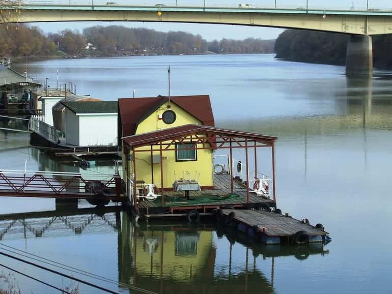 Magyarországon ennek a Tisza-tó környékén és a Tisza csendes öbleiben van már kiépített tere