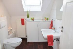 A vécének a lakásban való elhelyezkedése, a felépítése, és az ott található kiegészítő eszközök és a felszereltség nagyon is meghatározza a benne élők hangulatát.