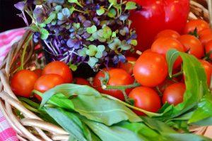 A kertben termett gyümölcsöket használjuk fel a kerti konyhában.