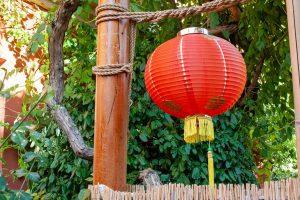 A világítást a kínaiak nagyméretű lampionokkal oldják meg.