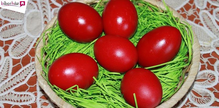 A húsvéti tojások színe is vörös.