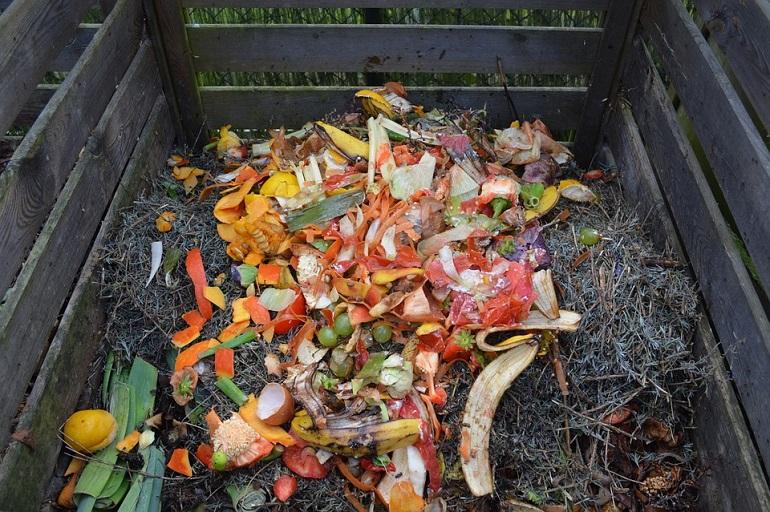 A komposztálással akár 25 százalékkal kevesebb hulladékot dobunk ki, ezzel is csökkentve a környezeti terhelés mértékét.
