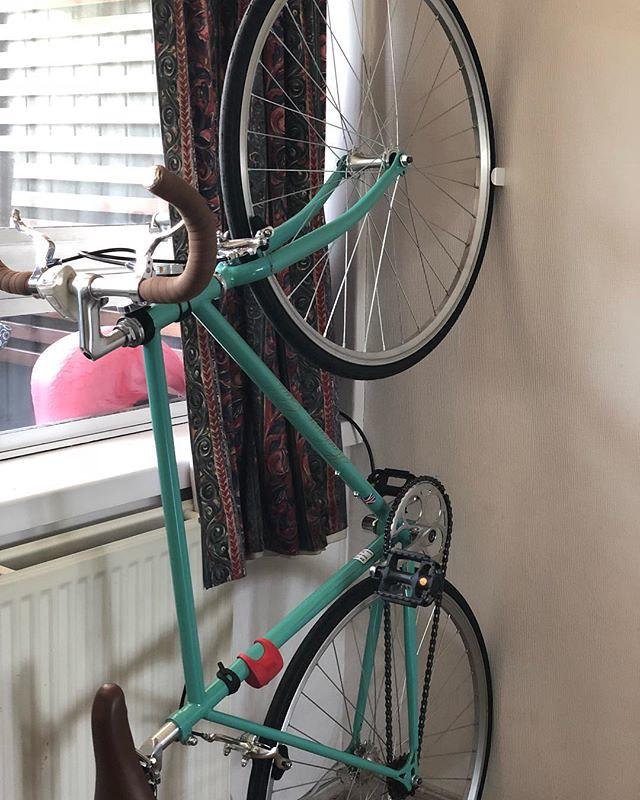 Kerékpár tárolása lakásban.