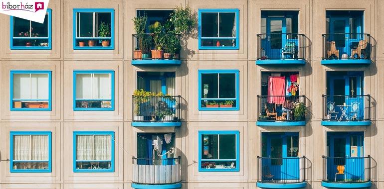 A legtöbb panellakásnak erkélye is van.